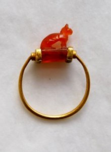 gold-ring-cornelian-bezel-wedjat-eye-underneath-3rd-intermediate-period-BM