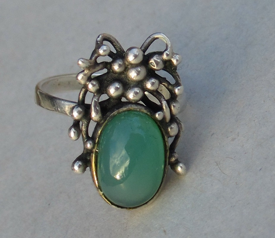 Silver green chrysoprase ring