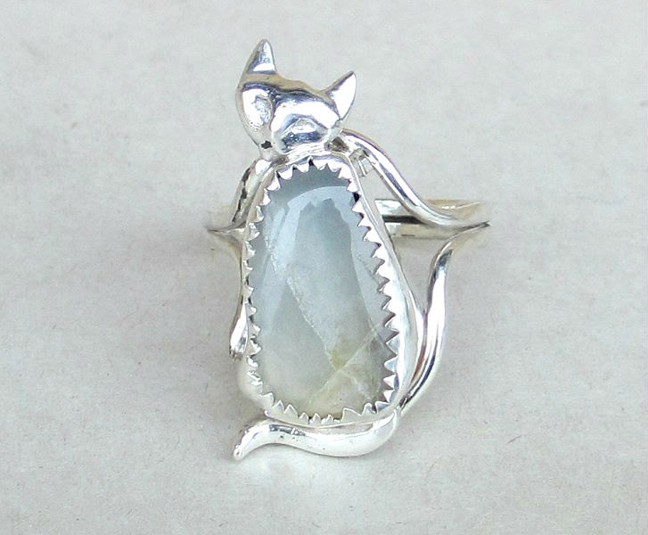 white moonstone cat ring