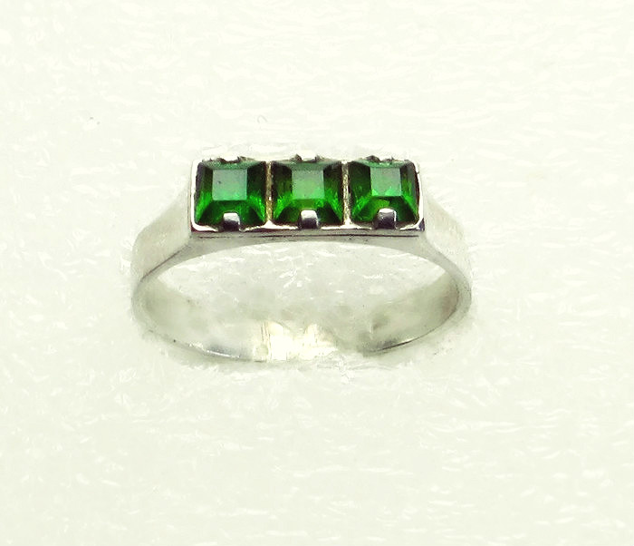 Chrome diopside ring