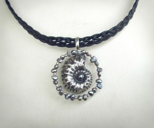 black ammonite pendant silver necklace3