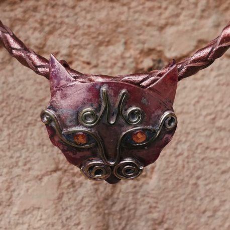 orange eyed cat necklace