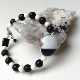 Black white cat bracelet in sterling silver, banded agate