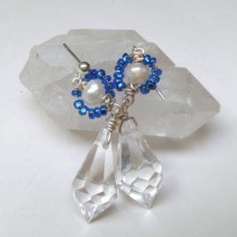Kristalglas en parel oorbellen, wit en blauw, 925 zilveren pinnen