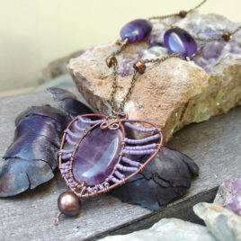 Long chain necklace ultraviolet agate, copper