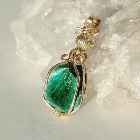 Fibrous malachite necklace gold